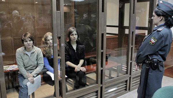 Участницы панк-группы Pussy Riot в суде. Архив